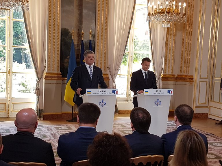 Порошенко заявив про план Макрона, який принесе мир вУкраїну