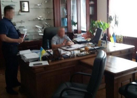 Ректор-взяточник сохранял дома неменее 4,5 млн ибанковские карточки