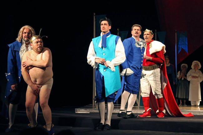 в спектакле только голые актеры смотреть-дщ2