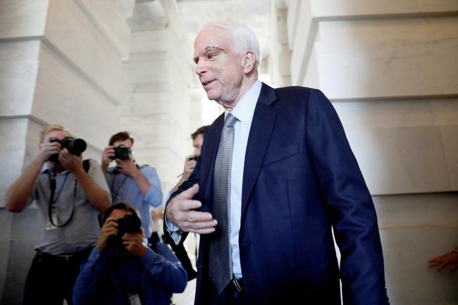Сенатор Маккейн направляется вАризону для лечения рака