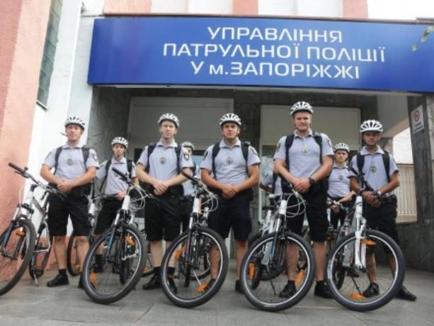 Полицейские Запорожья пересели навелосипеды