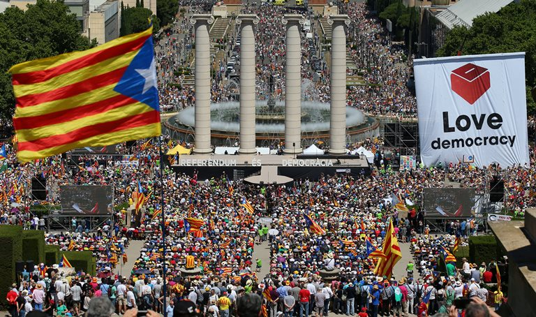 Влада Іспанії всуді оскаржить законність майбутнього референдуму про незалежність Каталонії