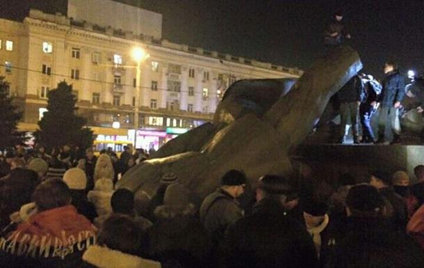 УДніпропетровську знесли пам'ятник Петровському