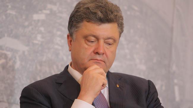 Из-за обстрелов боевиков вАвдеевке Порошенко прервал визит вГерманию— форсмажорная ситуация