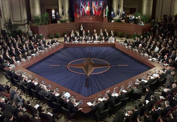 Державний секретар США Рекс Тіллерсон у п ятницю закликав союзників по НАТО  збільшити витрати на оборону або за два місяці підготувати плани з  рекомендацій ... a39672f56a542