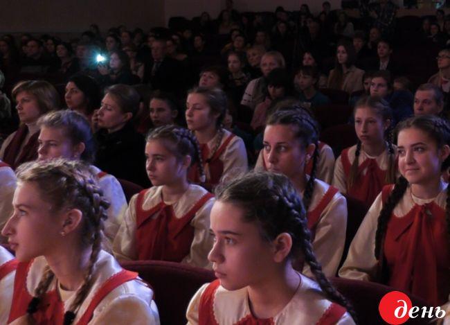 Уцентрі міста більше півтисячі вінничан заспівали «Щедрик» Леонтовича