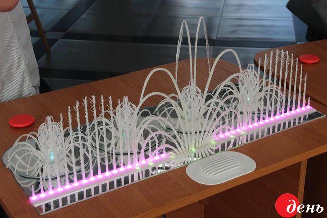 У Вінниці для людей з порушенням зору виготовили міні-копії головних символів міста