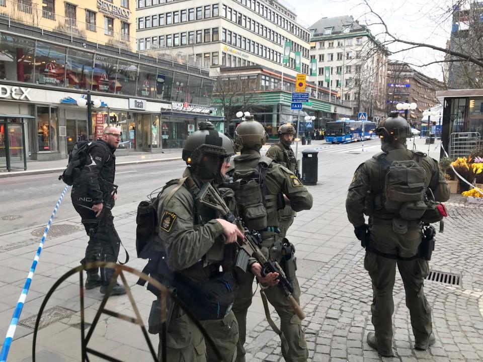 Милиция назвала терактом заезд фургона втолпу вСтокгольме