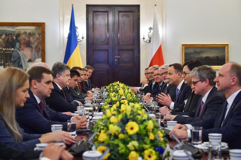 Украина вданный момент ведет войну, чтобы похоронить Советский Союз— Порошенко