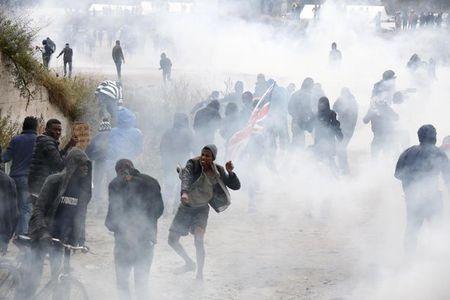 Французька поліція розігнала протестувальників біля табора для мігрантів