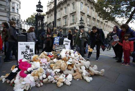 Акция против авиаударов помирным жителям Алеппо прошла встолице Англии